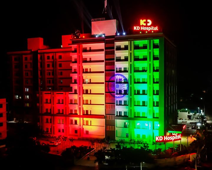 On the occasion of our 72nd Independence Day, we lit up our hospital in the colours of our tricolour, the colours of freedom! Our flag represents the struggle and perseverance of our freedom fighters who ensured a free and independent India. We extend our salutation to those Bravehearts. Jai Hind! #IndependenceDay #healthcare #hospital #KDHospital